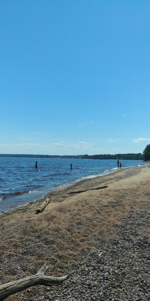 La plage près du pied à terre de 4 en 5. Sur le bord du Lac-St-Jean. Parfaite pour l'été en famille.